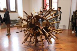 Wood: la sfera di sgabelli